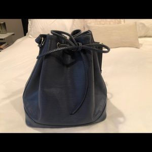 Louis Vuitton - blue epi leather bucket bag - EUC
